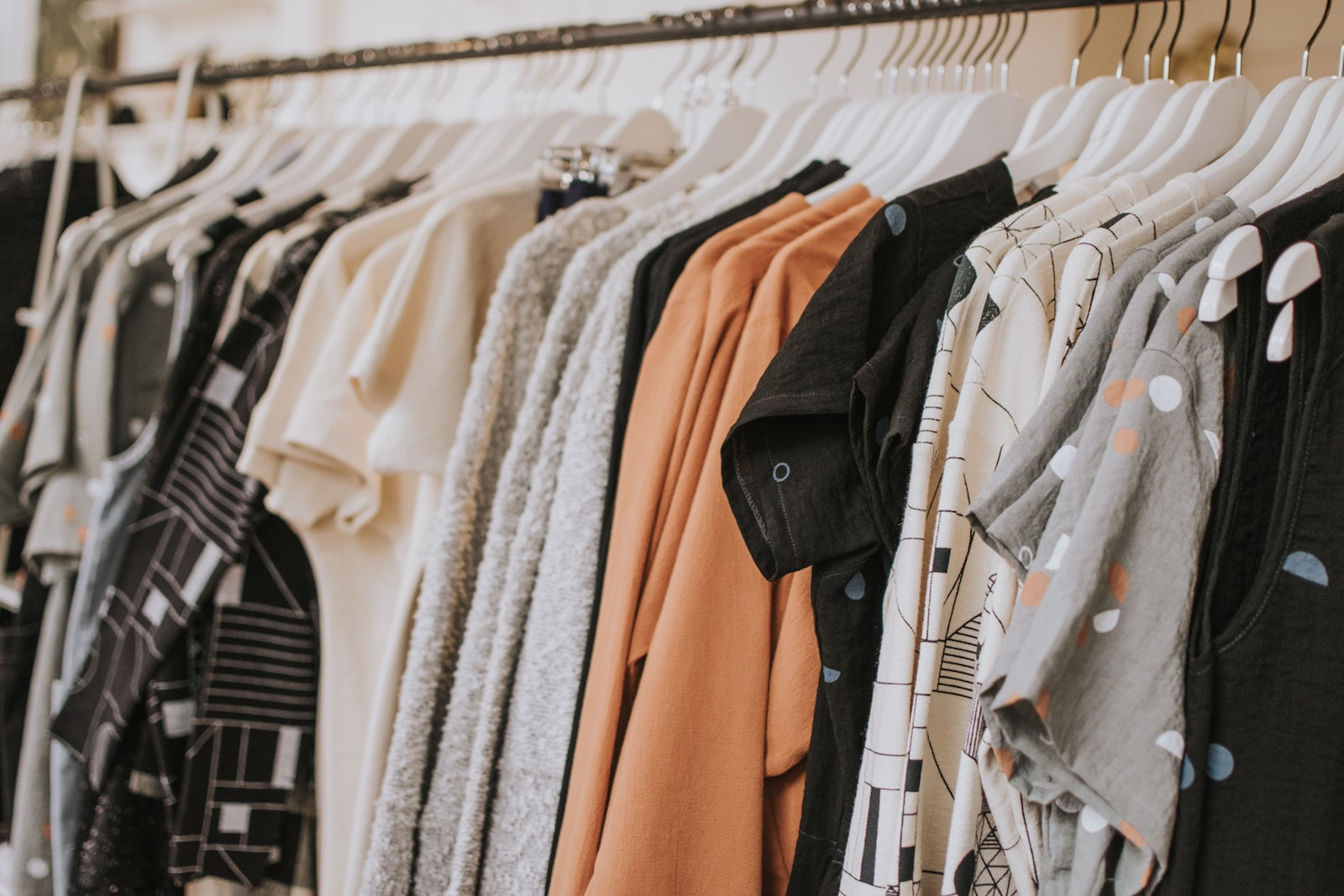 Gebrauchte Kleidung kaufen und verkaufen   alvivi